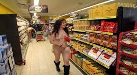 Foto orang bugil di market